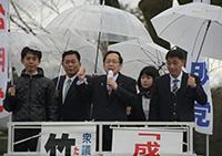 希望あふれる社会をつくると訴える竹内氏ら=8日 京都市