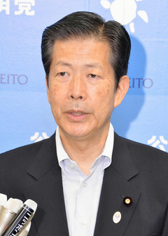 Yamaguchi spoke with reporters on PM Abe's war anniversary speech