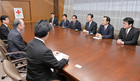 Yamaguchi met with Japan Red Cross Society Vice President Otsuka in Tokyo on Apr. 27