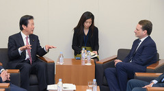Yamaguchi meets with UNRWA Commissioner-General Krähenbühl on Jan. 24