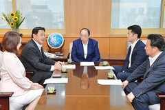 Eda and other Komeito representatives met with Environment Minister Nakagawa on Aug. 2
