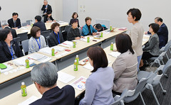 Komeito members hear recommendations from three DV and child abuse groups on Apr. 9