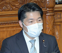 Isa queried Prime Minister Suga on a new healthcare bill on Apr. 8