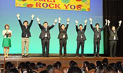 支援を訴える、佐藤、国重、いさ、北がわ、赤羽、中野氏=13日 大阪・中之島