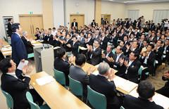 「日本再建」に総力を挙げて取り組むことを確認し合った県代表懇談会=21日 公明会館