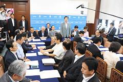 3党修正合意について報告された党両院議員団会議=18日 国会内