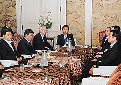 一体改革に関する修正で政党間合意した3党幹事長会談=21日 国会内