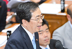 質問する斉藤幹事長代行=9日 衆院予算委