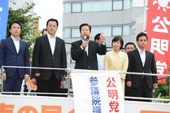 支援を訴える山口代表とはま地、江田、新福、遠山の各氏=10日 熊本市