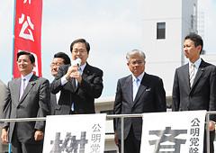 公明党への絶大な支援を呼び掛ける斉藤、桝屋氏ら=23日 広島市
