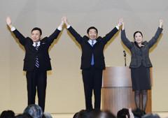 衆院選勝利へ支援を訴える小池、佐藤、高木(陽)の各氏=10日 大阪市住吉区