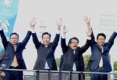 公明党への支援を訴える山口代表と伊藤、大口、岡の各氏=27日 名古屋市