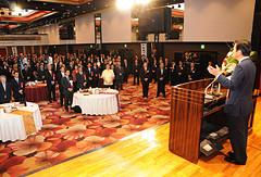 党沖縄県本部の賀詞交歓会であいさつする山口代表=8日 那覇市