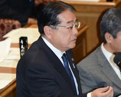 質問する石田氏=13日 衆院予算委