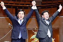 力強い支援を訴える西田、矢倉の両氏=7日 埼玉・所沢市