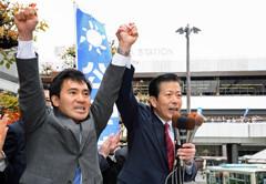 山口代表とともに「世界で勝てる日本をつくる」と勝利を誓う矢倉氏=21日 さいたま市