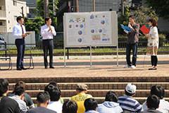 青年イベントでトークショーを行う樋口、杉氏=12日 大阪・大東市