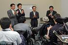 JDFの代表者と懇談する山本ひろし氏ら=19日 参院議員会館