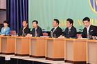 党首討論会で論戦を交わす山口代表=3日 東京・千代田区の日本プレスセンター