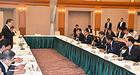 復興再生協議会に臨む浜田、赤羽の両副大臣=11日 福島市