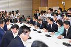 福島第1原発の汚染水問題への対応などについて協議した政府・与党連絡会議=2日 首相官邸