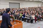 党員の代表が集い結党50周年へ勢いよくスタートを切った党大阪府本部の研修会=1日 大阪市