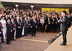 党兵庫県本部の新春年賀会であいさつする北側副代表=10日 神戸市