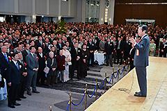 党大阪府本部の新春年賀会であいさつする山口代表=14日 大阪市