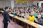 党兵庫支部会で、拡大戦に奔走する党員らをねぎらう山口代表=5日 神戸市兵庫区