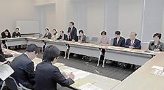 外務省などから説明を受ける党プロジェクトチーム=13日 参院議員会館