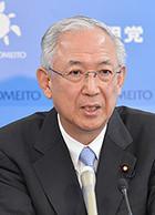 記者会見で見解を述べる井上幹事長=9日 国会内