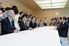 安倍首相との会談に臨む山口代表ら=1日 首相官邸