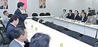 原油価格の高騰に関して関係団体の声を聞く石井本部長、西田事務局長ら=3日 衆院第2議員会館