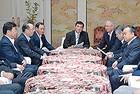 当面の政治課題について議論した政府・与党協議会=28日 国会内