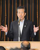講演する山口代表=26日 札幌市