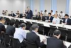 広島土砂災害で現地調査の報告を聞いた党対策本部=27日 衆院第2議員会館