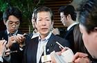 党首懇談を終え、記者団の質問に答える山口代表=10日 首相官邸