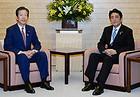 自公党首会談に臨む安倍首相と山口代表=18日 首相官邸