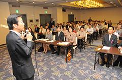 党島根県本部大会であいさつする山口代表=30日 松江市