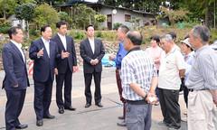 避難解除された小高区の住民から要望を聞く太田議長、三浦氏ら=23日 福島・南相馬市