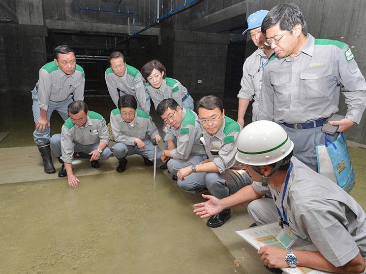 【社会】豊洲新市場の地下に「15cm程度の水」 強アルカリ性2,000トンか★7 ©2ch.net YouTube動画>21本 ->画像>17枚