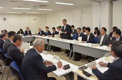 風評払拭へ向け協議会に出席する高木副大臣、長沢副大臣、矢倉政務官ら=5日 福島市