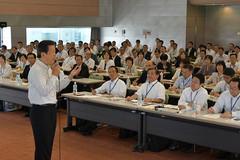 党中国方面本部の夏季議員研修会であいさつする山口代表=11日 島根・松江市