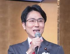 庶民を守る政治実現への決意を訴える国重氏=22日 大阪市