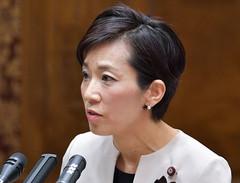 質問する山本さん=31日 参院予算委