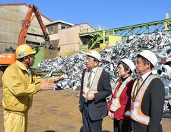 リサイクル実施企業「リーテム」の施設を視察する茨城県議会公明党のメンバー