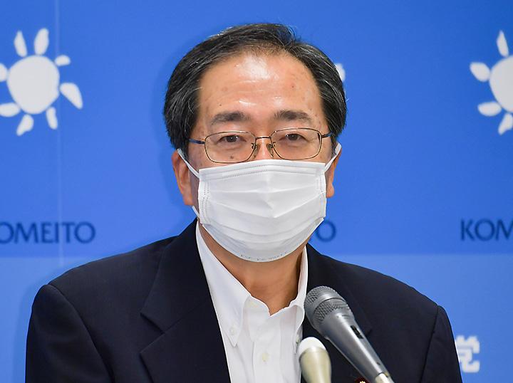 記者会見で見解を述べる斉藤幹事長=21日 衆院第2議員会館