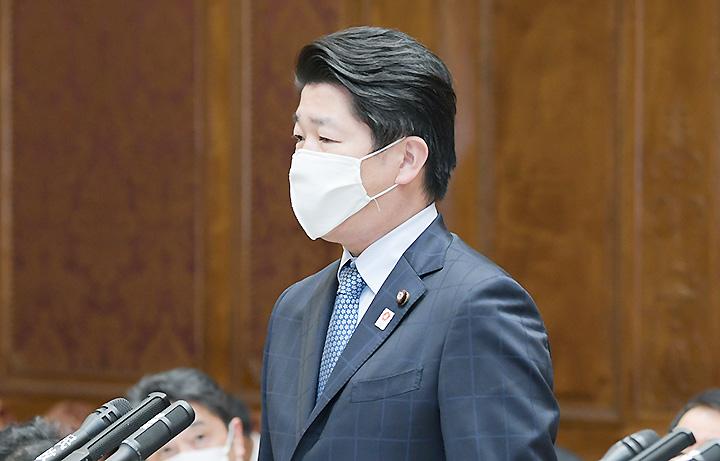 質問する石川氏=26日 参院予算委