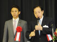 公明党の政策を力説する太田議長と谷あい氏