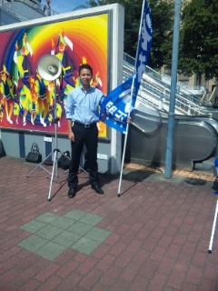 徳島駅前で街頭演説